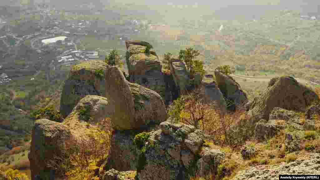 Qayalı quru hayallarnıñ tübünde - Demirci köyü
