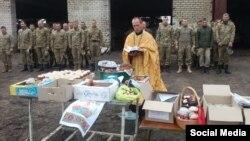 Великдень в одному з підрозділів Збройних сил України на Донбасі. 1 травня 2016 року. Фото із Facebook-сторінки Сергія Базарного