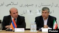 Министры энергетики Армении и Ирана - Армен Мовсисян (слева) и Маджид Намджу (справа), Ереван, 24 октября 2012 г.
