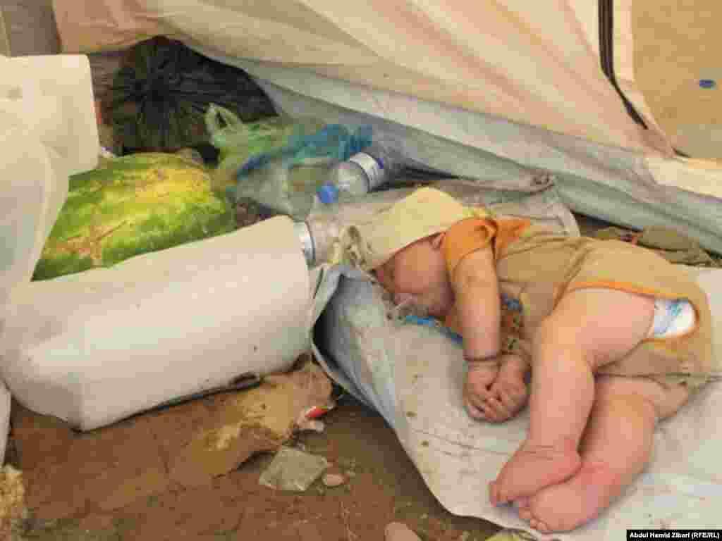 В лагере беженцев на границе Сирии и Ирака