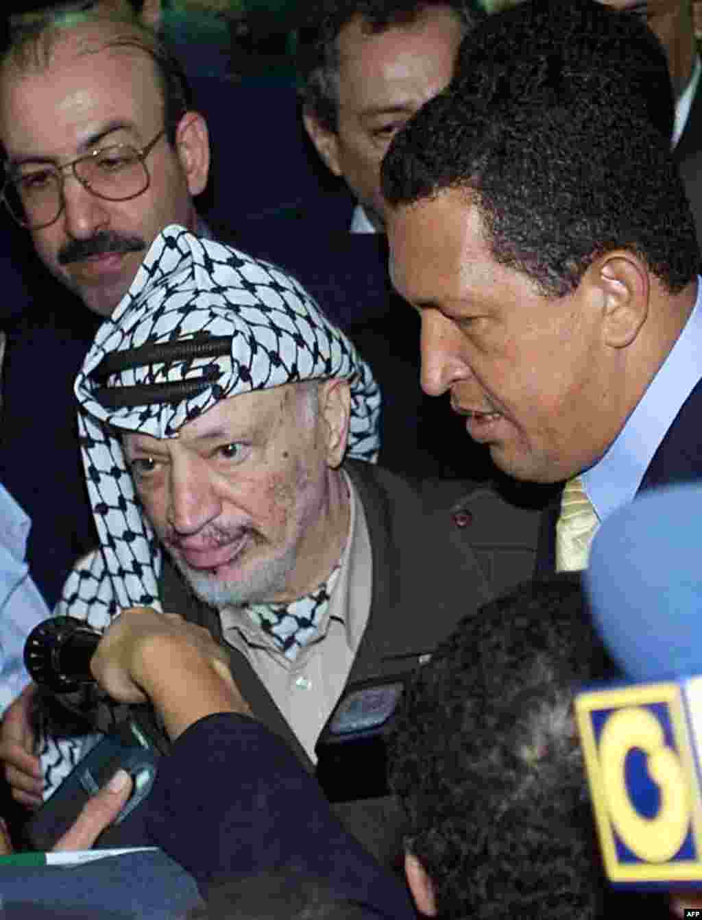 Yasser Arafat (left), then president of the Palestinian Authority, talks with media beside Chavez at the Convention Center in Havana, Cuba, in April 2000.