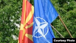 Zastave Makedonije i NATO-a