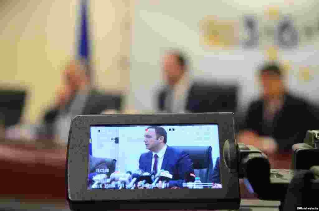 МАКЕДОНИЈА - Вицепремиерот задолжен за европски прашања, Бујар Османи, го презентираше новиот реформски план - Планот 18 пред претставници на Делегацијата на ЕУ во Македонија, предводени од евроамбасадорот Самуел Жбогар. Тој план, според Османи, е продолжение на Планот 3-6-9 се до почетокот на преговорите со ЕУ.
