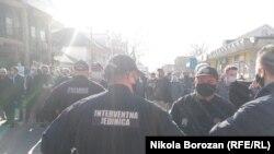 Crna Gora: Građani spriječili policiju da zatvori lokale