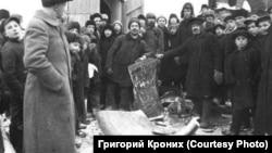 Колокол, сброшенный с колокольни. 1930-е гг.