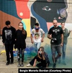 Grup de artiști invitați de FISART