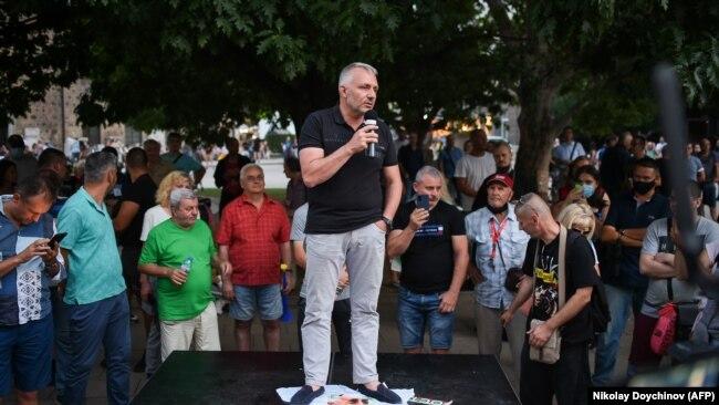 Николај Хаџигенов зборува за време на антивладиниот протест, Софија