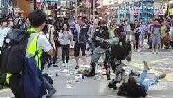 Учасники протестів у Гонконзі трощать світлофори і б'ють вітрини – відео