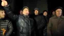 Discursul unui protestatar în faţa poliţiei