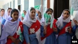 Пакистанские девочки в День независимости страны