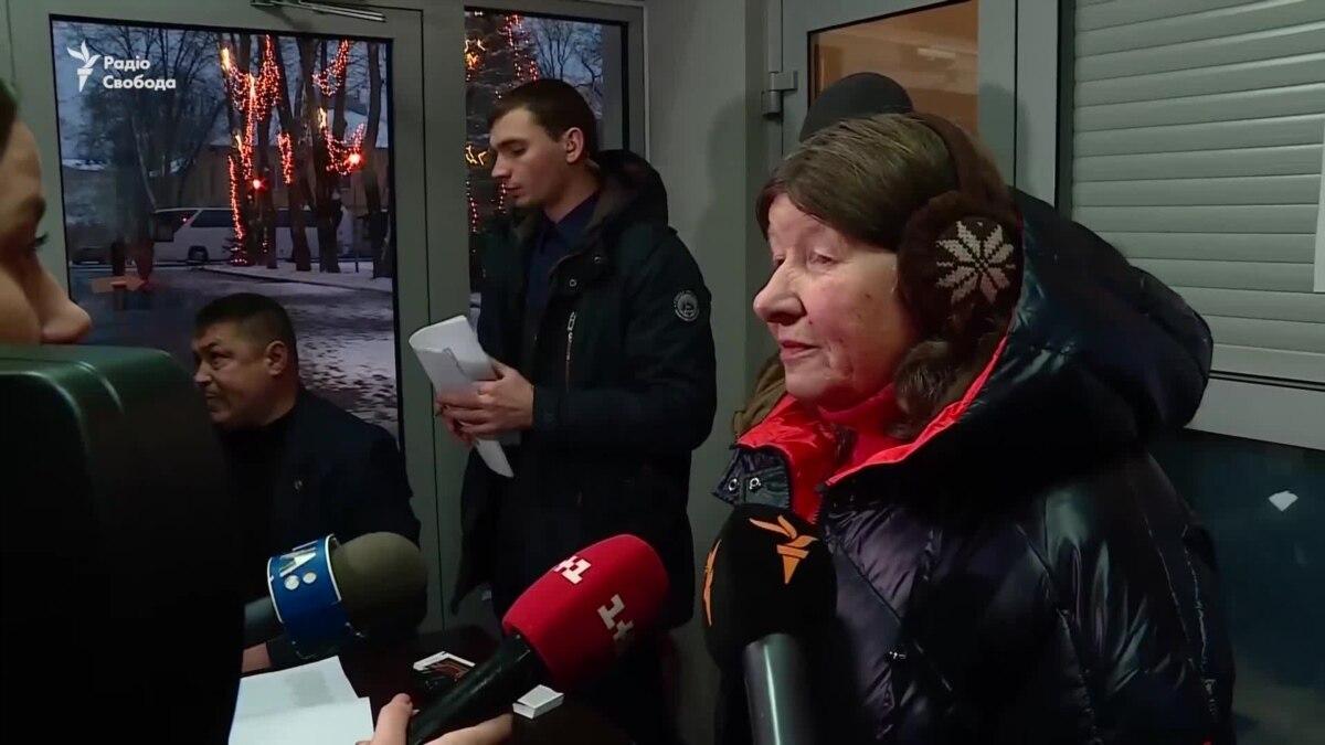 Родственники уволенных выехали встречать родных в «Борисполь» – видео