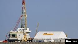 Буровая установка на одном из островов месторождения Кашаган на Северном Каспии. 11 октября 2012 года.