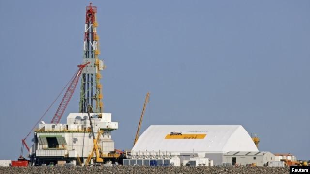 Буровая установка на шельфе Каспийского моря в районе Кашаганского нефтяного месторождения. 11 октября 2012 года.