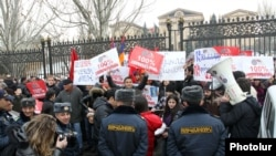 Armenia -- Supporters of Armenia's three leading opposition forces rally outside the parliament building in Yerevan, 28Feb2012.