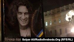 Портрет Кузьми Скрябіна під час прощання зі співаком у Києві