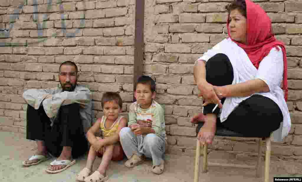 Laila Haidari with patients.