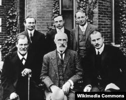 Sigmund Freud, Carl Jung bir qrup Avstriya alimləri ilə birgə.