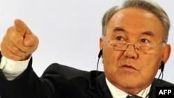 Қазақстан президенті Нұрсұлтан Назарбаев ЕҚЫҰ саммитінің алдында баспасөз мәслихатын өткізіп отыр. Астана, 3 желтоқсан 2010 жыл