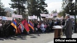 Президент Армении Серж Саргсян в ходе предвыборной кампании в Вайоцдзорской области Армении, 18 апреля 2012 г.