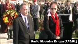 Францускиот вршител на должност амбасадор во Македонија Жан Лик Фоте Турнер и Гудрун Штајнакер, германска амбасадорка во Македонија оддаваат почит на околу 2000 војници погребани на германските гробишта во Прилеп.