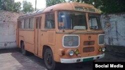Каракалпакские учителя и медики отправились на чеканку хлопчатника в автобусе ПАЗ, выпущенном в 1988 году.