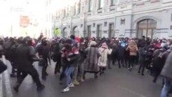 Орусия. Жапырт кармоо менен коштолгон митинг