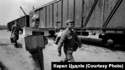 Радянські вояки везли з собою багато побутових речей, особливо «дефіцит»