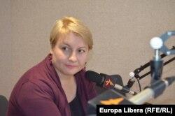 Maria Pilchin în studioul Europei Libere