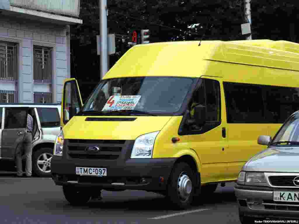 ახალი ყვითელი სამარშრუტო ტაქსი, რომლით მგზავრობაც 80 თეთრი ღირს