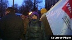Германияда тұратын белсенді Раушан Толғанбаева Берлинде Қазақстандағы қудалауларға қарсы наразылық акциясында. Берлин, 7 ақпан 2012 жыл.