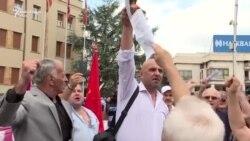 Protestuesit djegin marrëveshjen e emrit