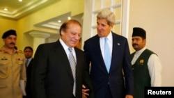 Pakistan - Kryeministri i Pakistanit Nawaz Sharif duke ecur me Sekretarin Amerikan të Shtetit, John Kerry, 01Gusht2013