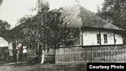 Imagine de epocă, în cursul unei vizite a lui George Enescu