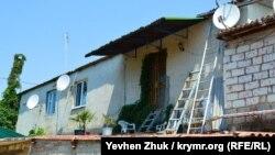 Общежитие на территории стадиона «Горняк» в Балаклаве, июль 2019 года