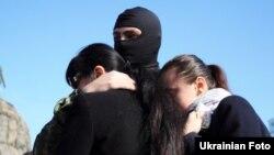 Бійця «Азова» проводжають в зону АТО, 18 жовтня 2014 року