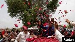 Билавал Бхутто Зардари жана анын жактоочулары. Карачи, 2-июль, 2018-жыл.