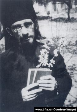 Валерий Перелешин в Российской духовной миссии в Китае. 1941
