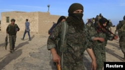 Бойцы Демократических сил Сирии.