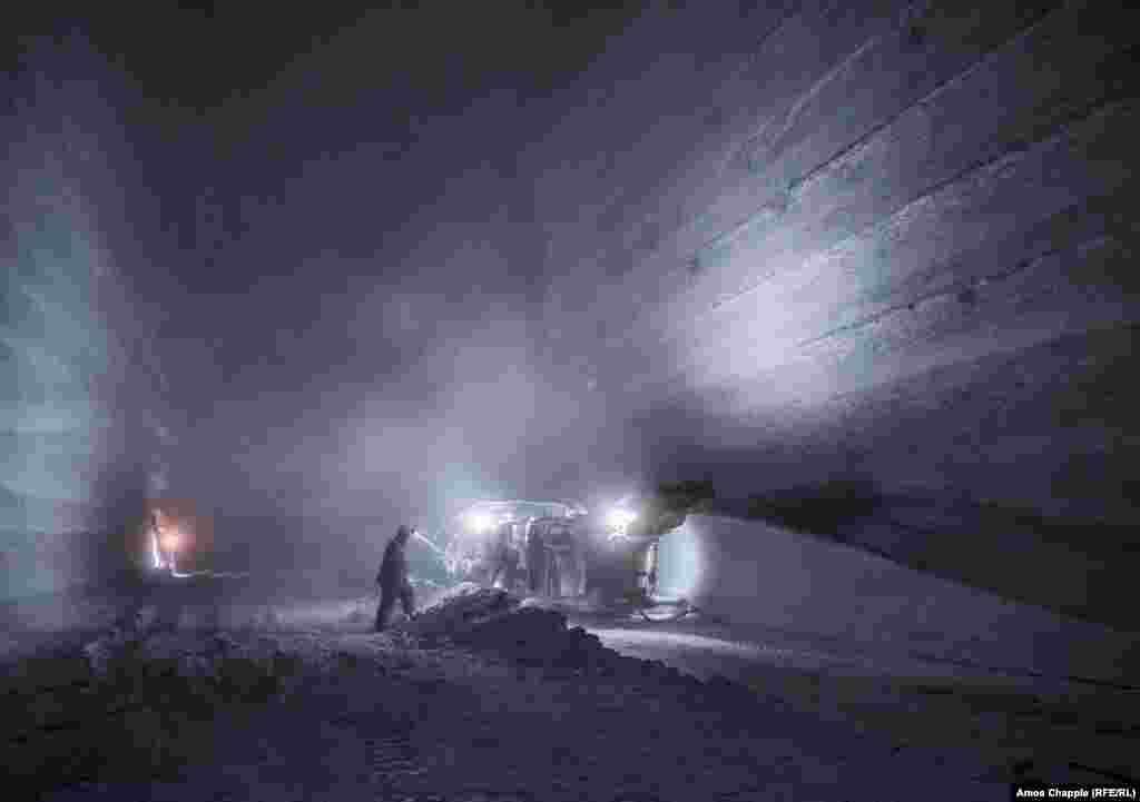 На шахте работает более 2800 человек. Соль из нее употребляют в пищу около 95 процентов украинцев.