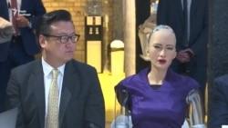 Зустріч Гройсмана із роботом Софією