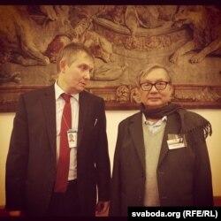 Аляксандар Лукашук і сакратар бірманскай апазыцыйнай партыі НЛД У Он Чжайн