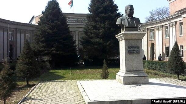 Новости Таджикистана В Таджикистане защитить диссертацию нужно  Защита диссертаций по точным наукам математике химии или физике будет проводиться на русском или английском языках