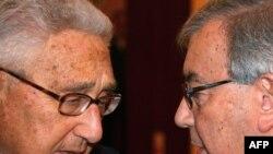 Ике аксакал: Һенри Киссинҗер (с) һәм Евгений Примаков