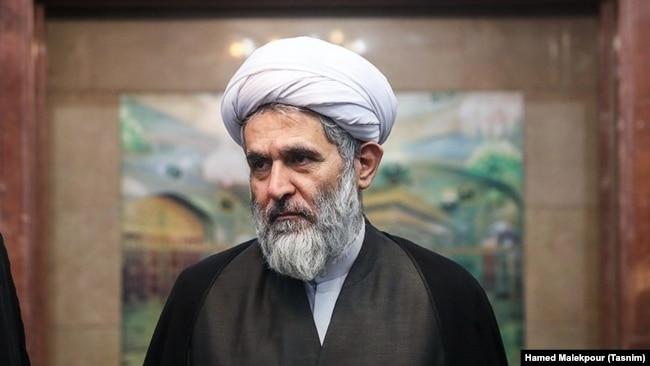 حسین طائب در مراسم ختم پدر همسرش، سید علیاکبر حسینی