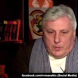 Роман Манекін