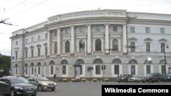 Ученый храм посреди Невского