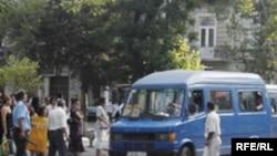 «Sahibkarlar, mikroavtobus sürücüləri və nəqliyyat müfəttişləri arasında ciddi qarşıdurma yaranıb»