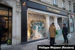 Biznese të dëmtuara nga protestuesit