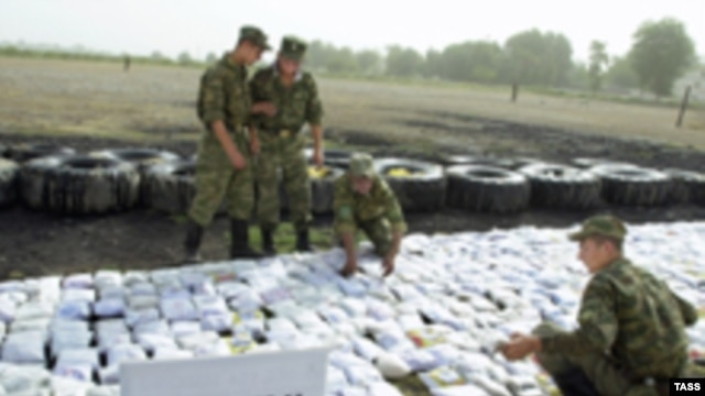 Heroin seized on the Tajik-Afghan border by Russian border guards in 2004.