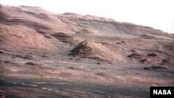 Марс планетасындагы тоо-кыркалар, 23-август 2013-ж.